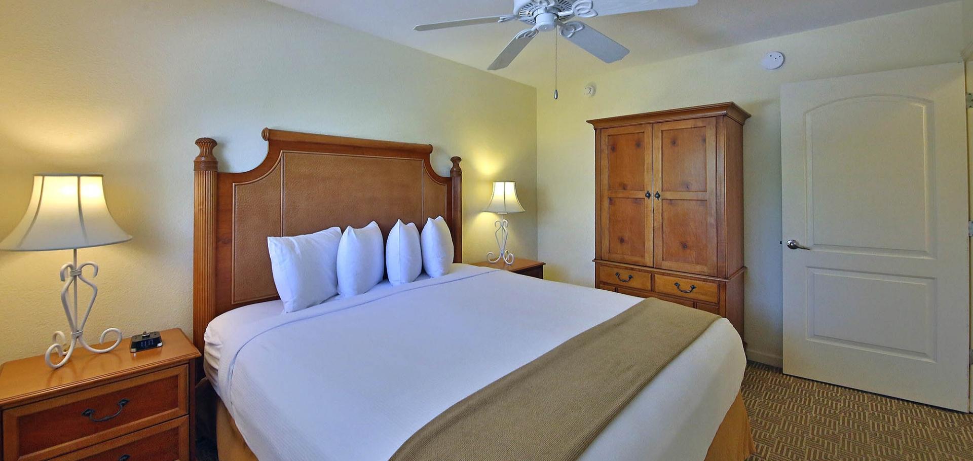 Sanibel Inn bed and bedroom