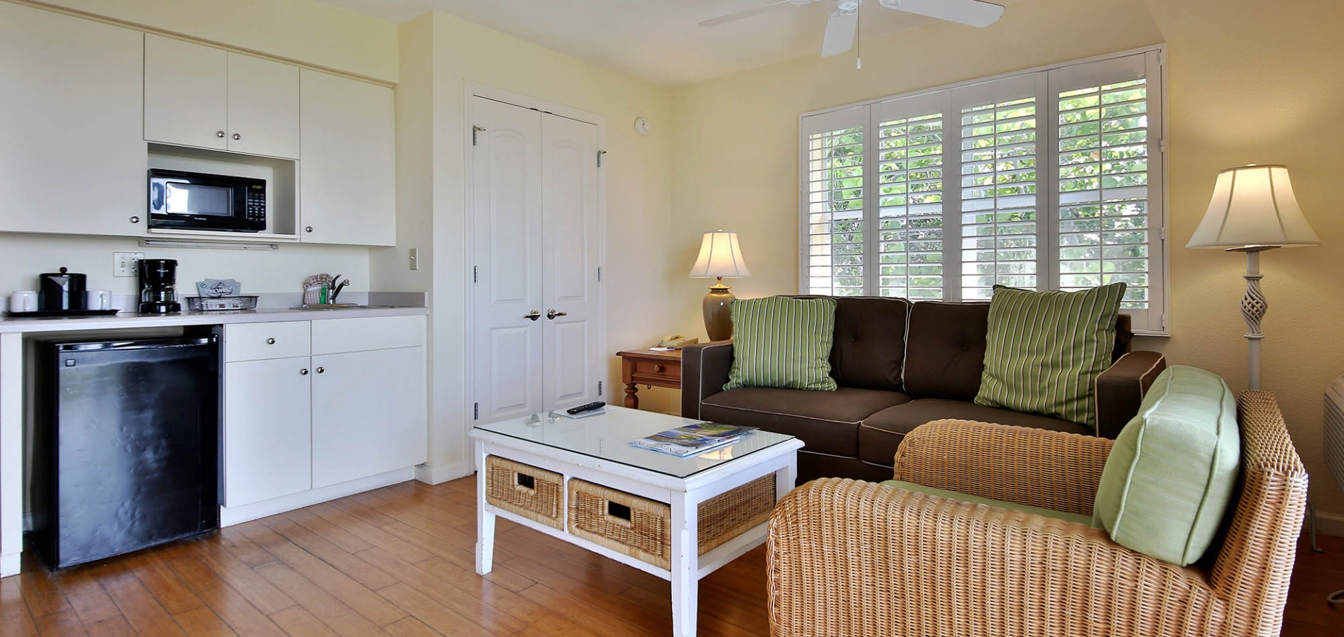 Sanibel Inn guest room seating area and kitchenette