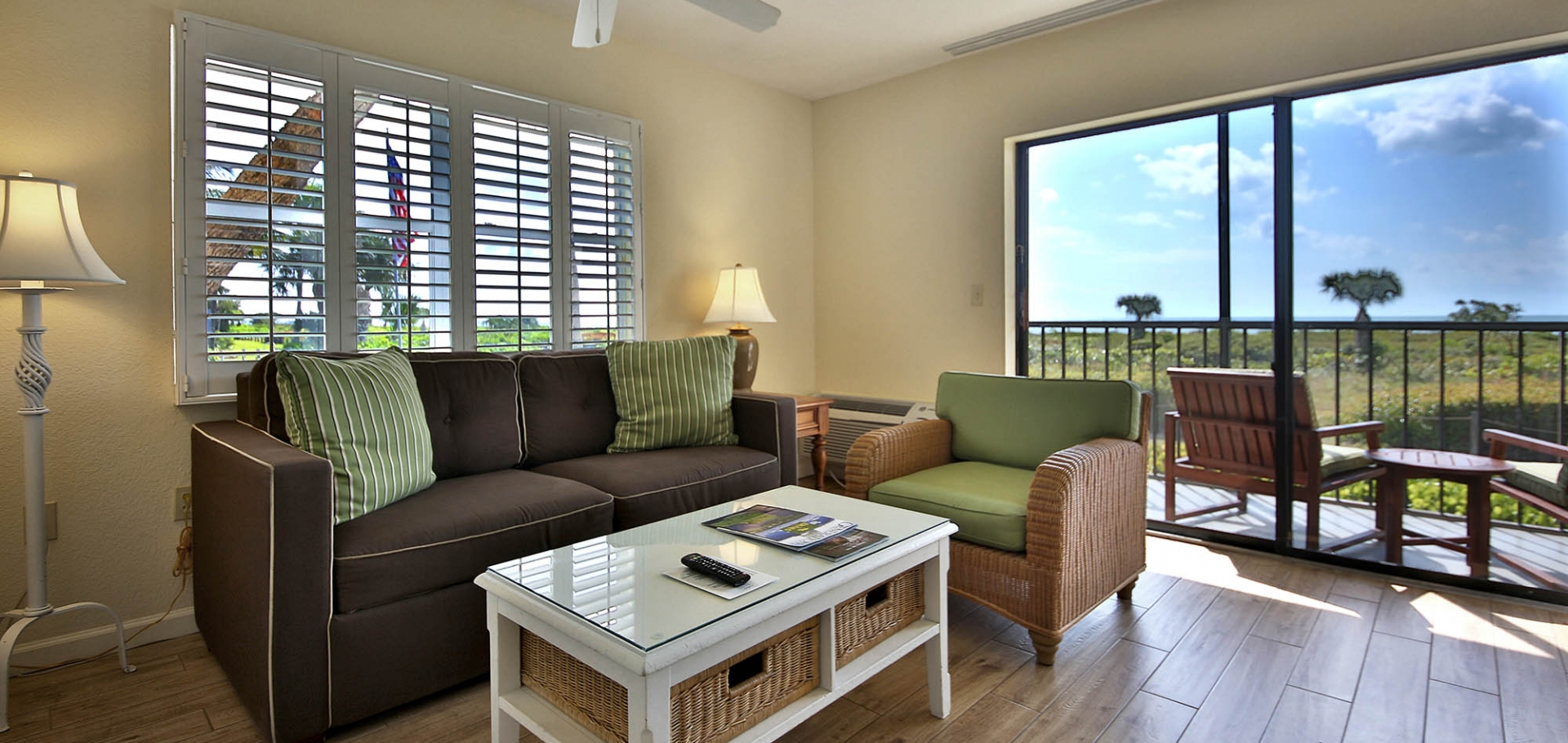 Sanibel Inn guest room sitting area