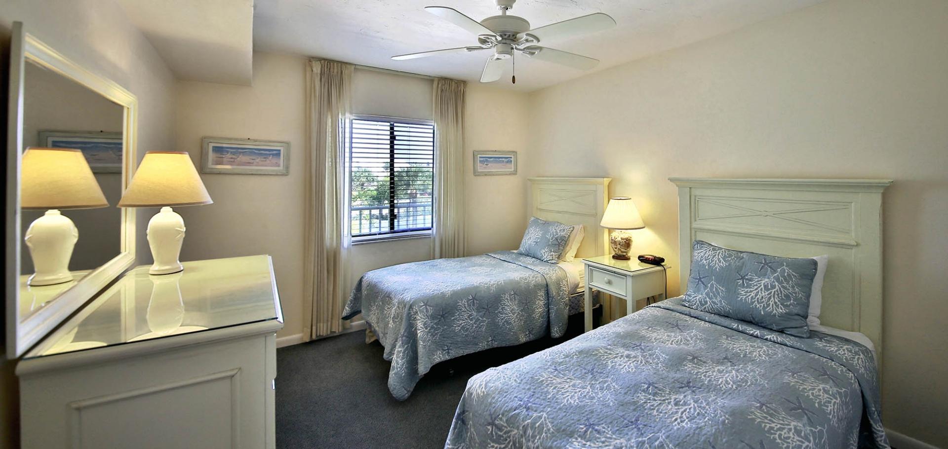 Sanibel Inn guest bedroom