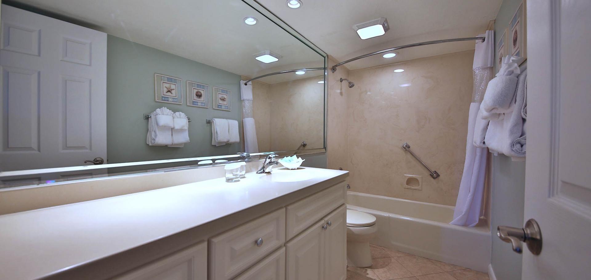Sanibel Inn master bathroom