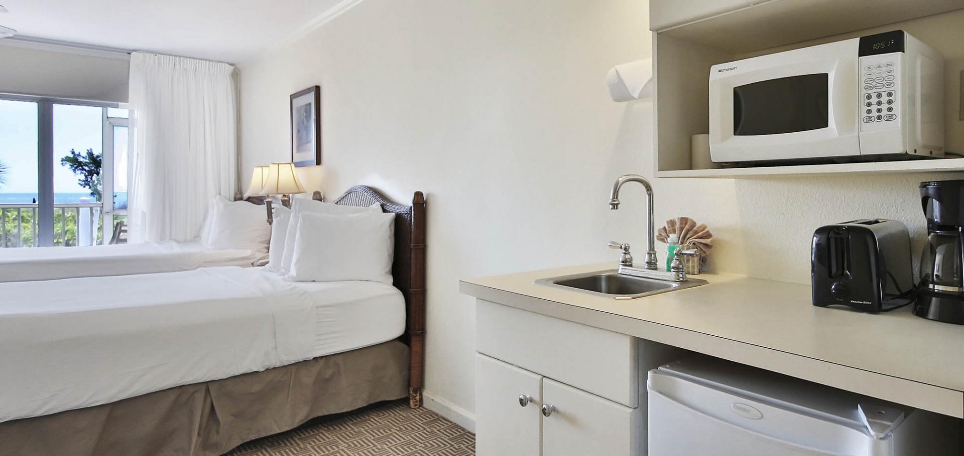 Sanibel Seaside Inn kitchenette and bedroom