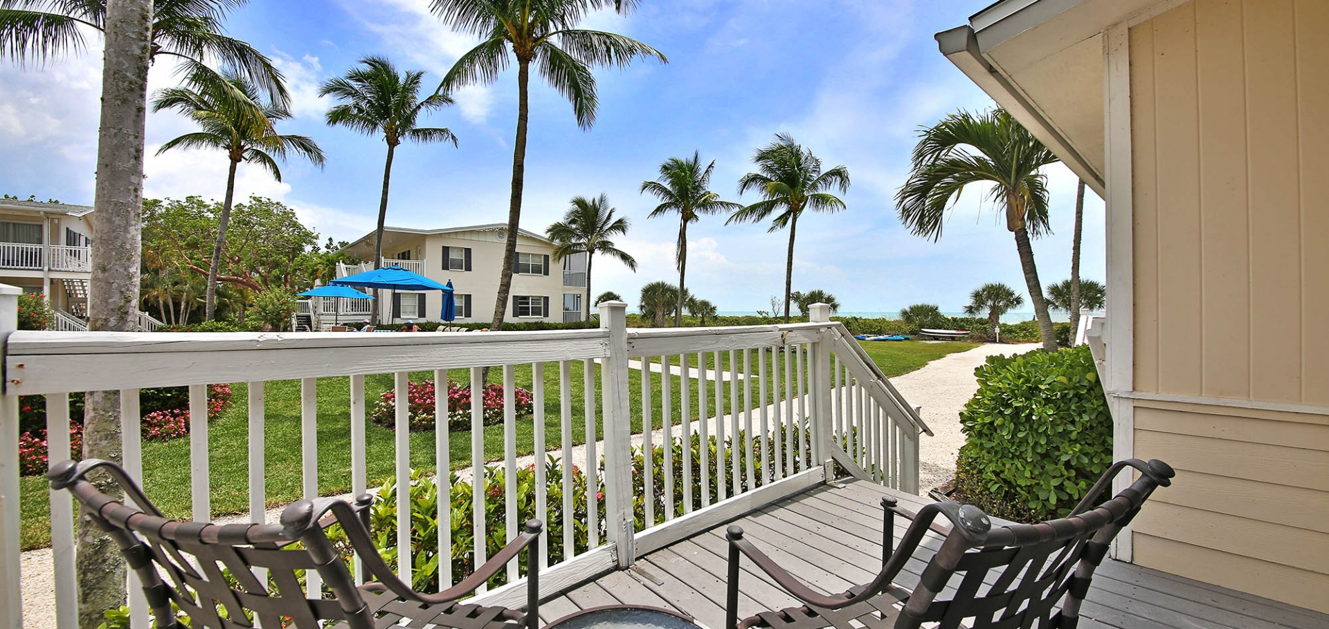 Sanibel Seaside Inn Porch