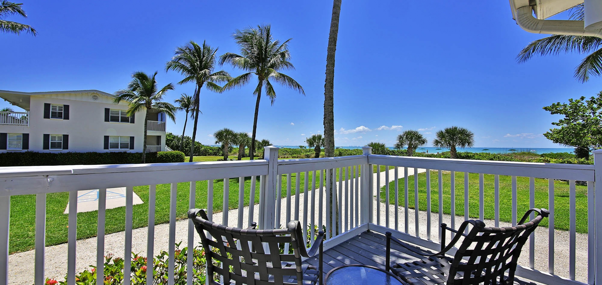Seaside Inn patio views