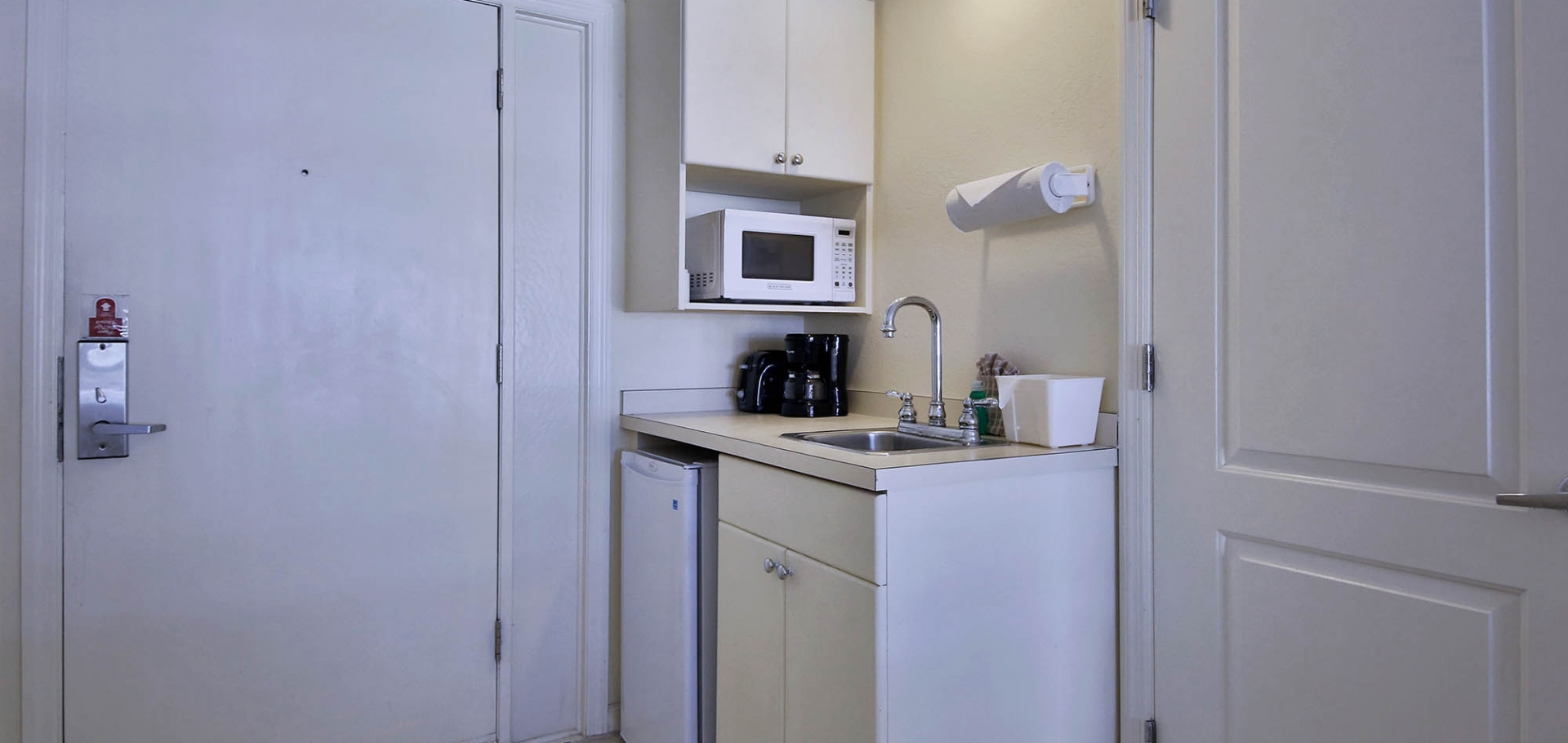 Seaside Inn kitchenette